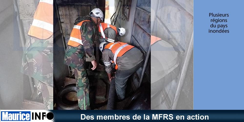 Des membres de la MFRS en action