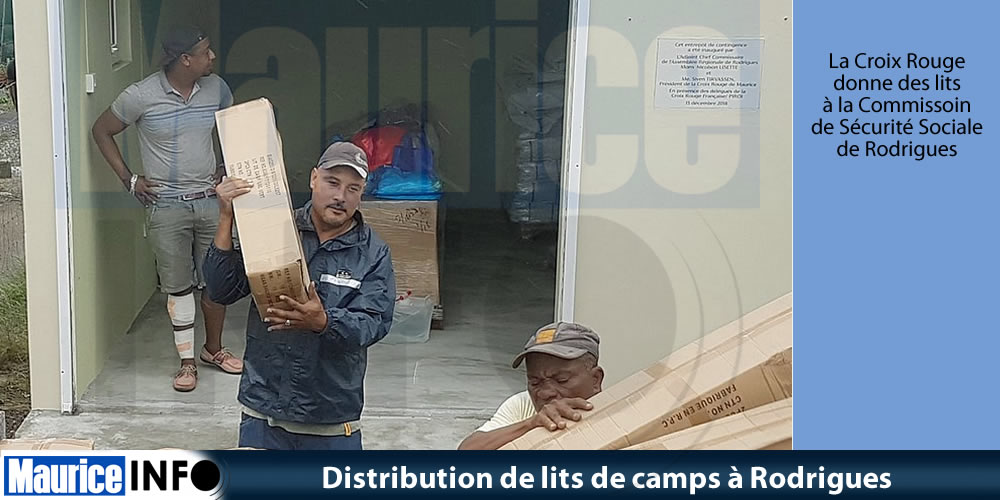 Distribution de lits de camps à Rodrigues