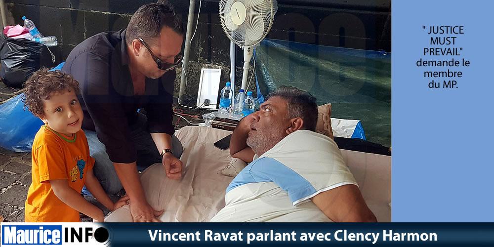 Vincent Ravat parlant avec Clency Harmon