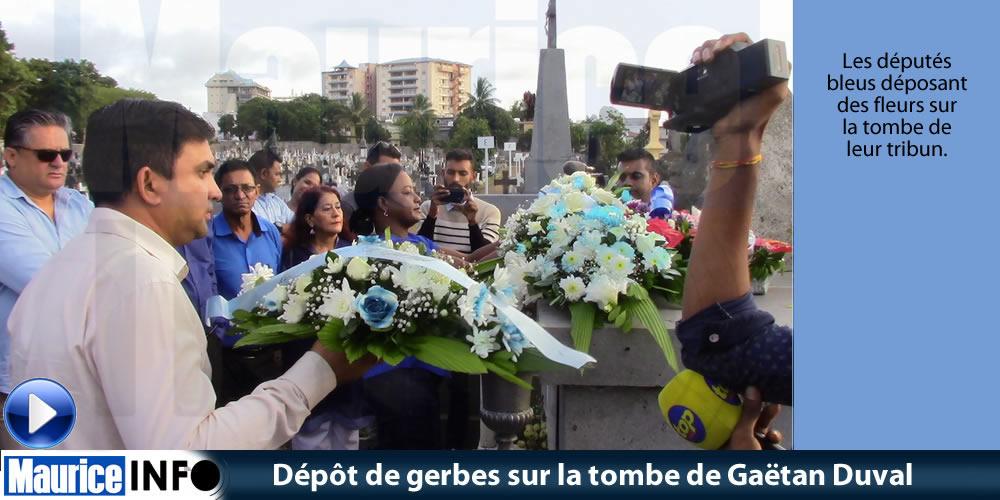 Dépôt de gerbes sur la tombe deSir Gaëtan Duval