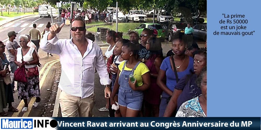 Vincent Ravat arrivant au Congrès Anniversaire du MP