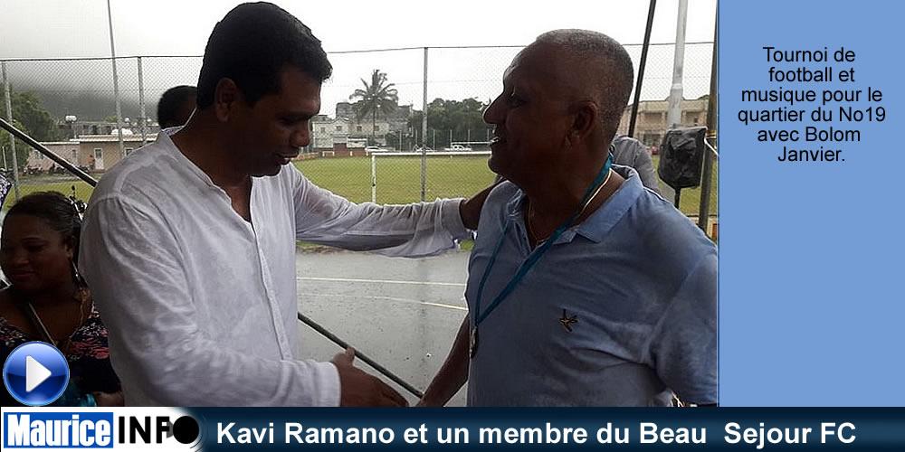 Kavi Ramano et un membre du Beau Sejour FC