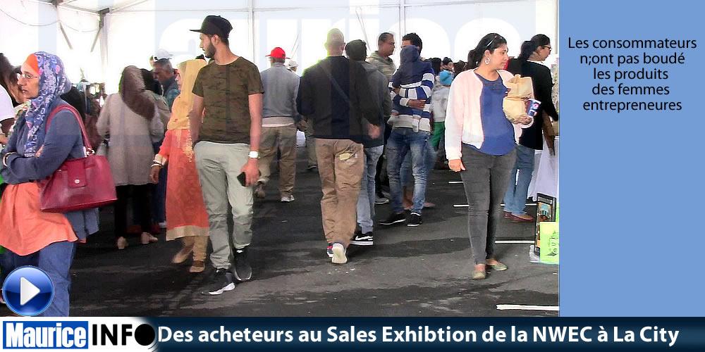 Des acheteurs au Sales Exhibtion de la NWEC à La City